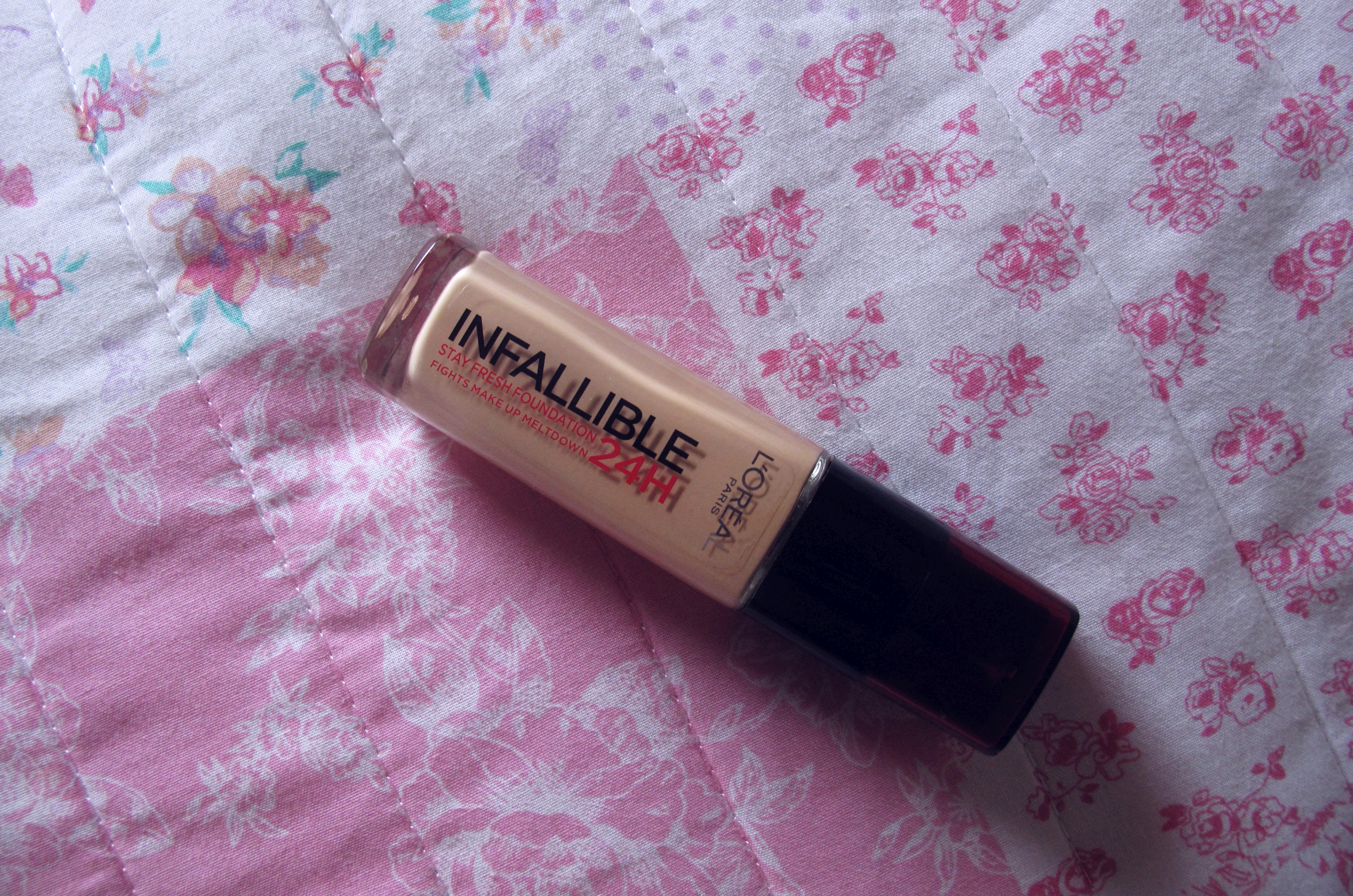 L'Oreal Infallible 24HR Foundation in Shade 140 - Golden Beige